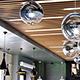 Кубообразный потолок в ресторане
