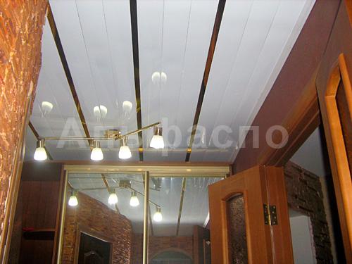 Потолок в коридор пластик